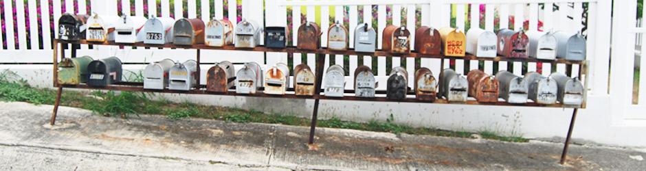 Briefkästen am Bürgersteig
