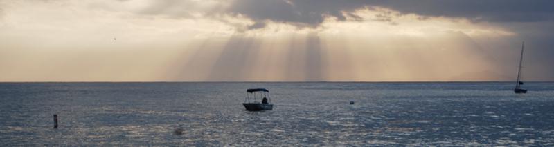 Ozean mit Schiff