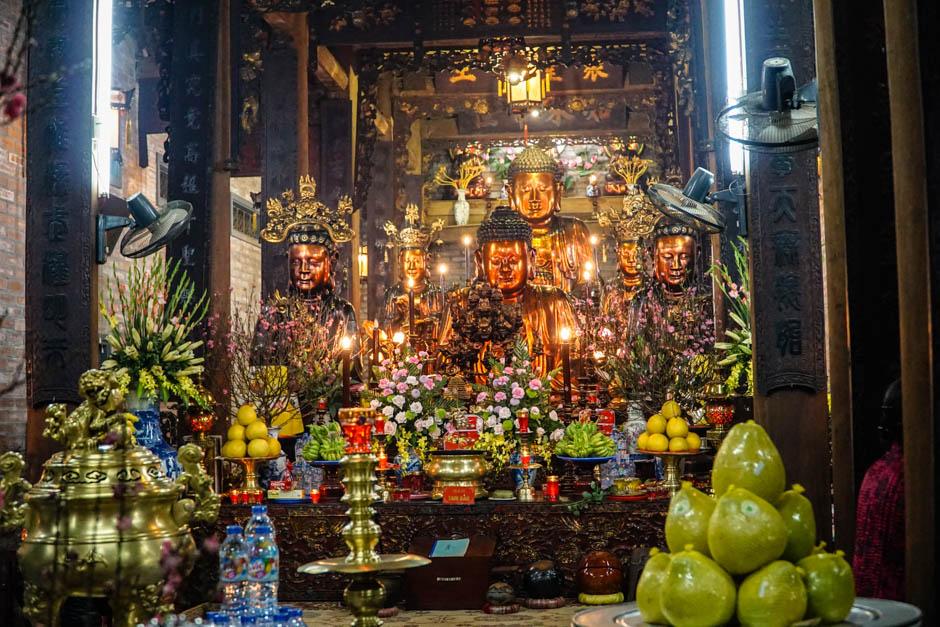 Tempel mit Gaben