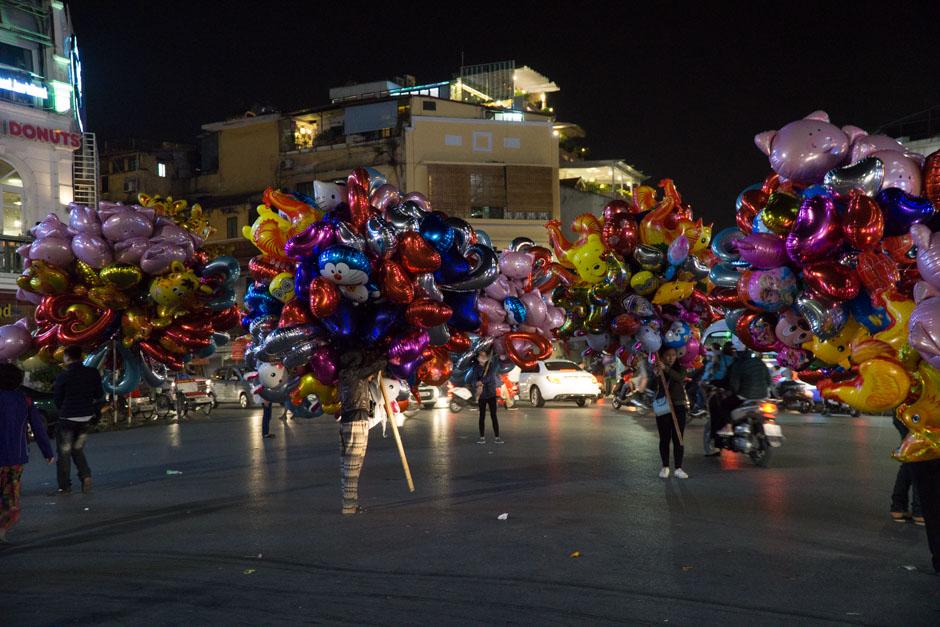 Ballons bei Nacht