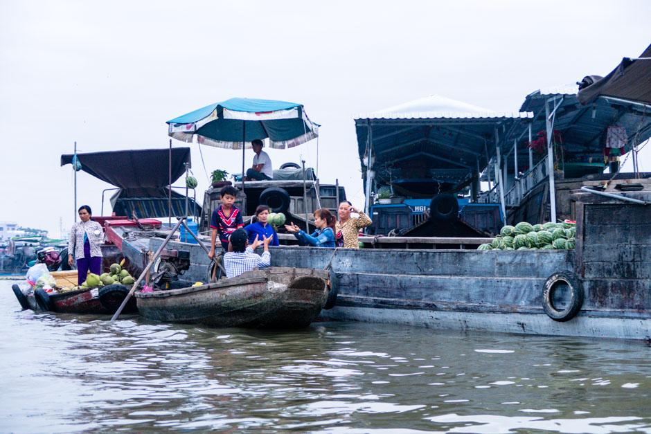 Melonenverkauf auf Booten