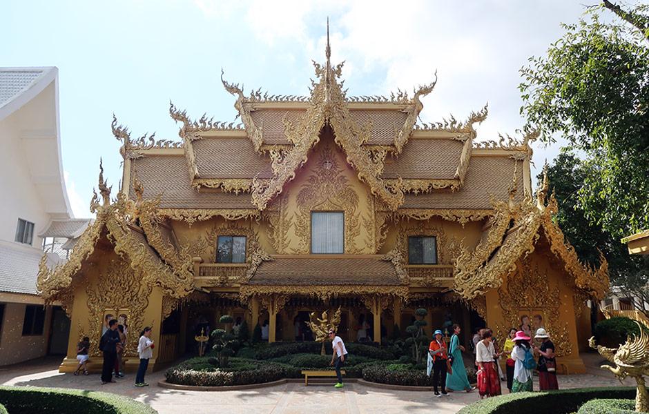 Goldenes Klo im weißen Tempel