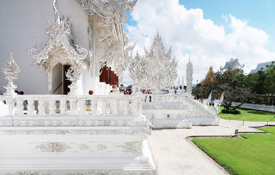 Weißer Tempel von hinten