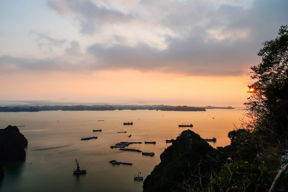 Sonnenuntergang ueber Halongbay