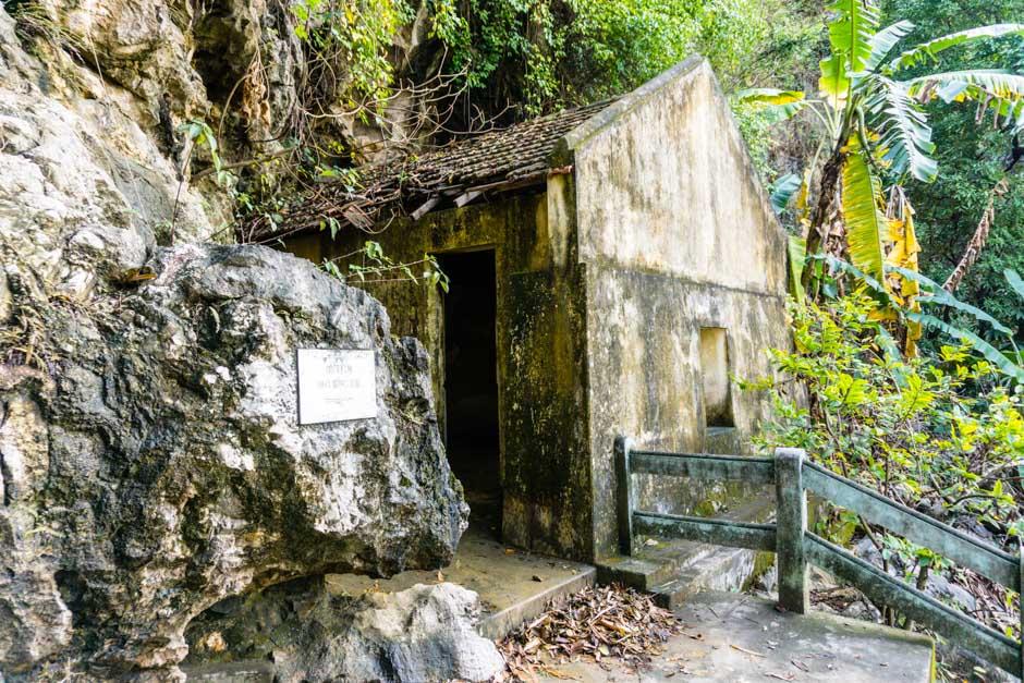 Eingang zur Höhle