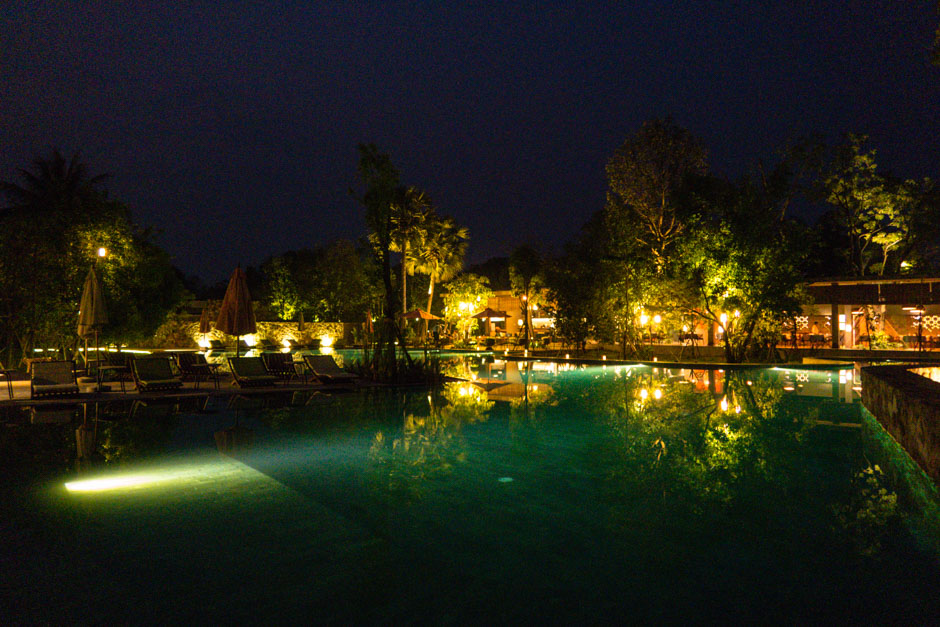 Templation Pool bei Nacht