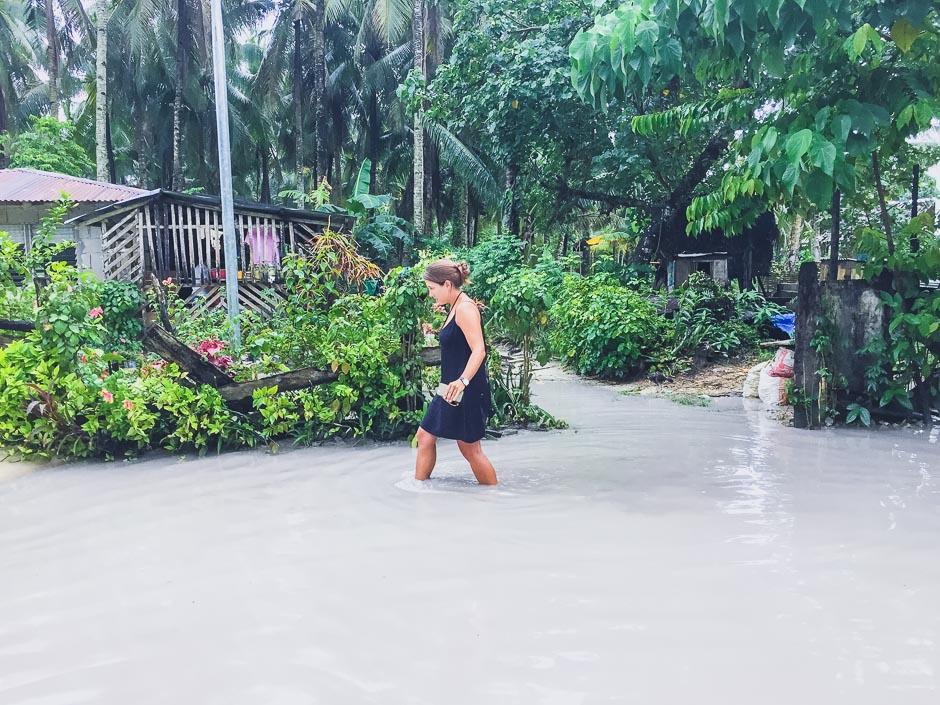 Überflutete Straßen auf Siargao