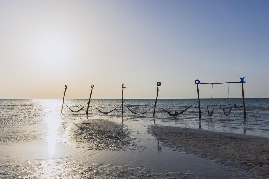Holbox Strand mit Hängematten