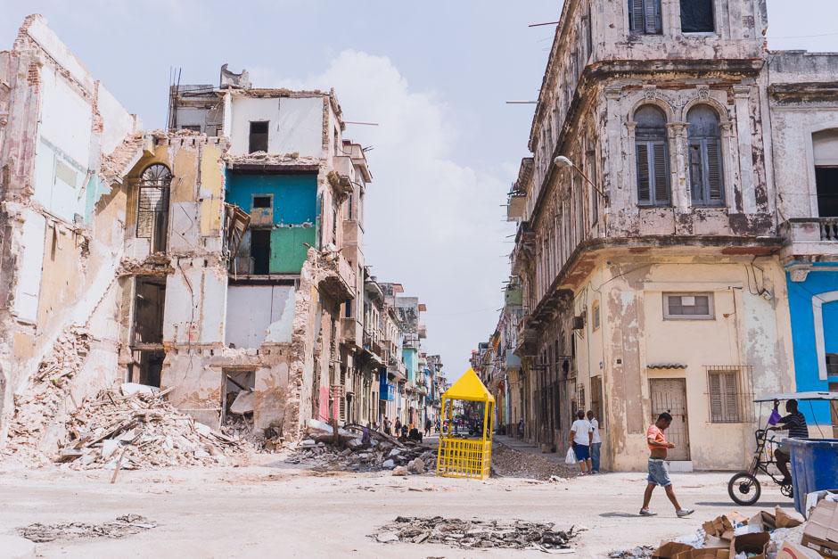 Eingestuerzte Haeuser in Havanna Central