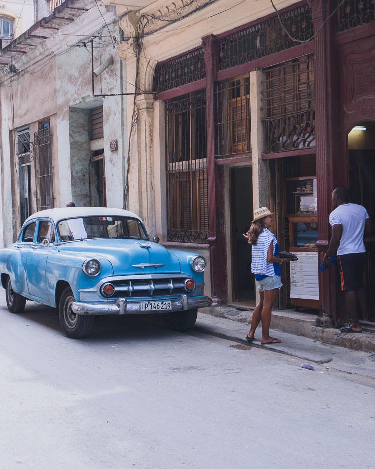 Steffi beim Plausch in Havanna