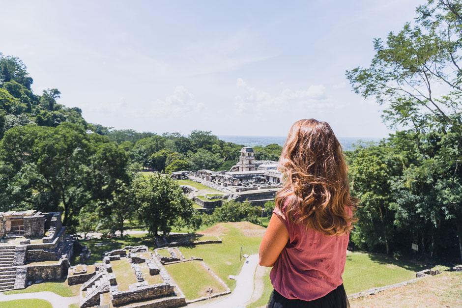 Steffi in den Ruinen von Palenque