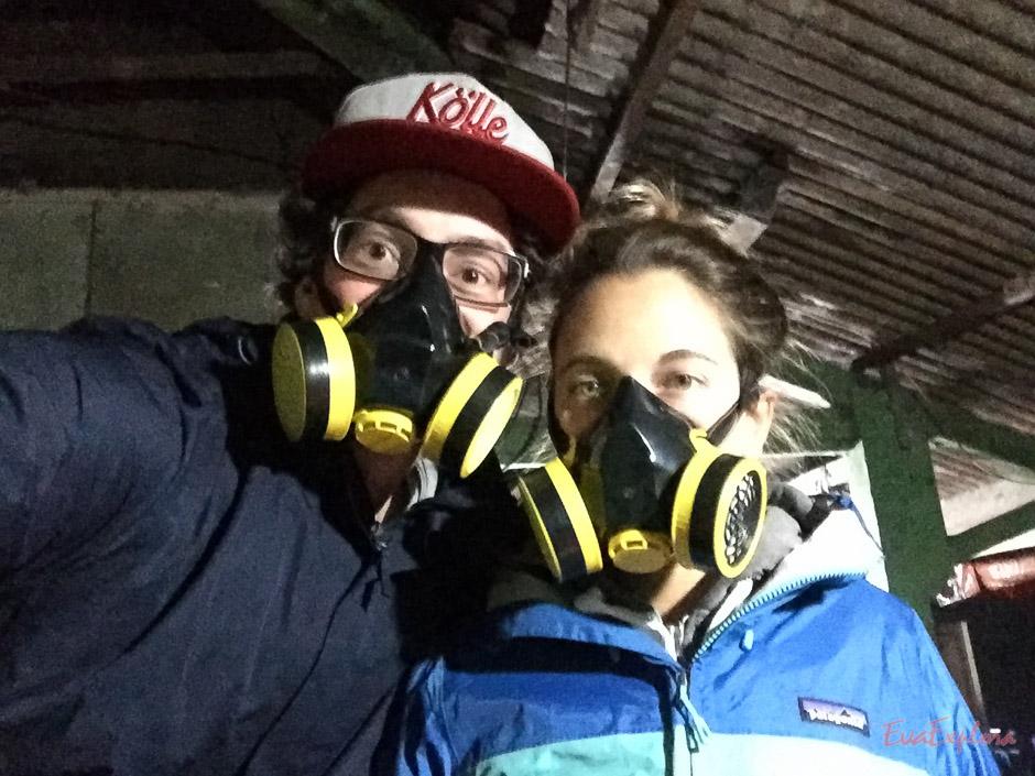 Gasmasken zum Aufstieg Mount Ijen
