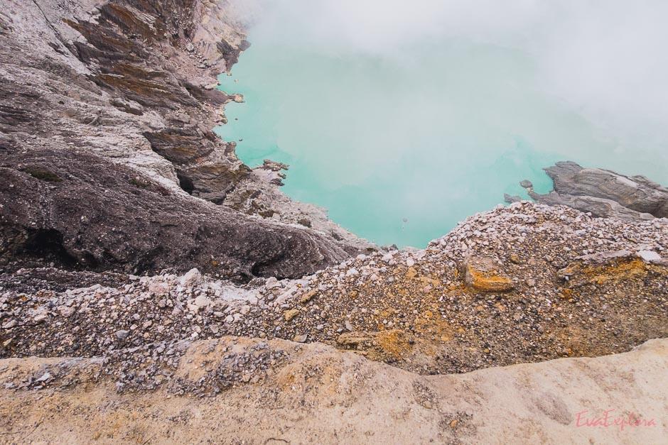 Schwefel am Kraterrand