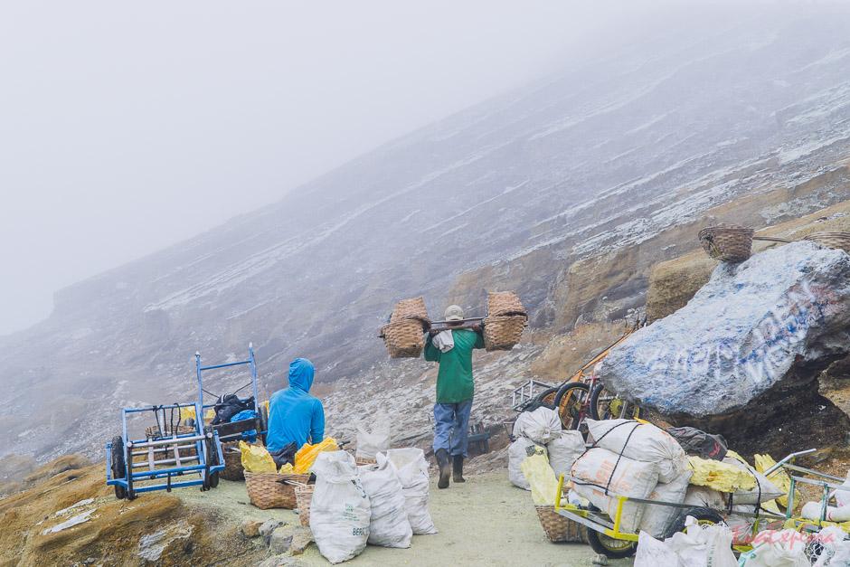 Minenarbeiter Mount Ijen