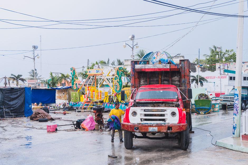 Dorfplatz mit Kinderkirmes