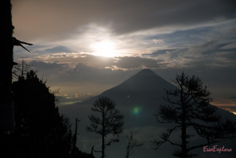 Vollmond und Vulkan