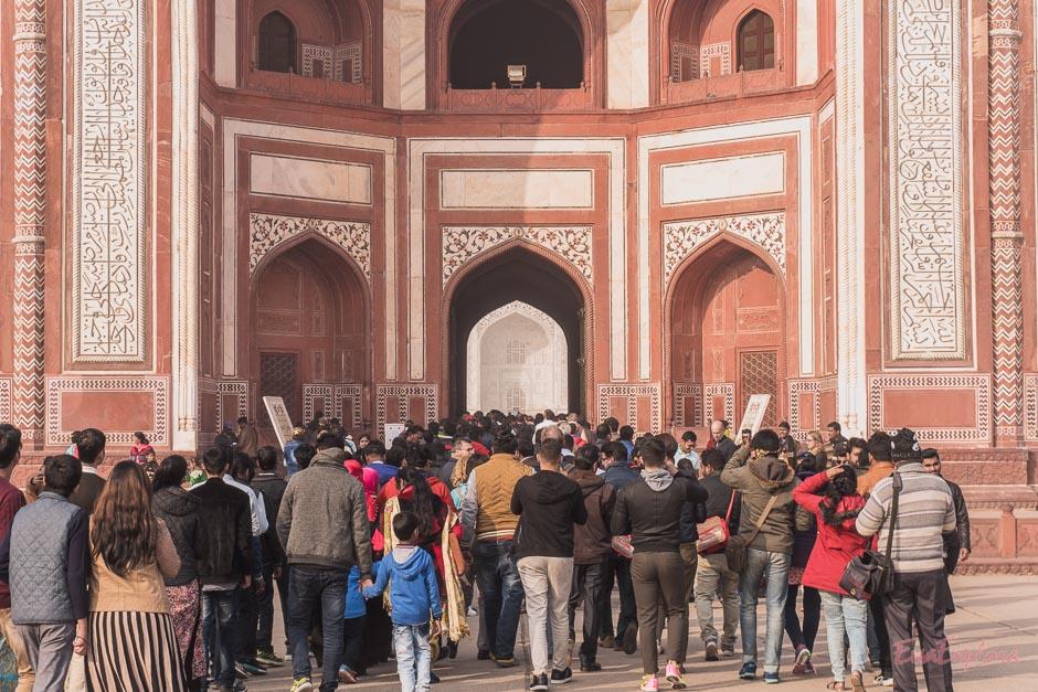 Menschenmassen vor dem Taj Mahal