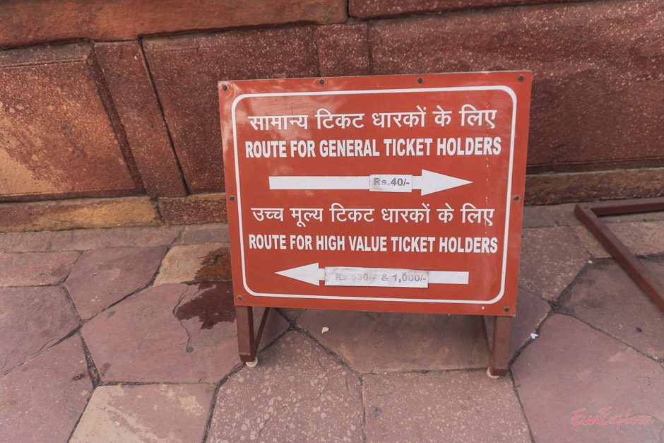 High Value Ticket holders Schild