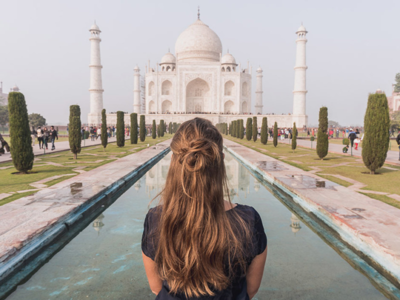 Steffi vor Taj Mahal