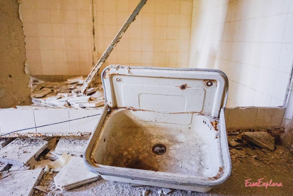 Badezimmer verfallenes Krankenhaus