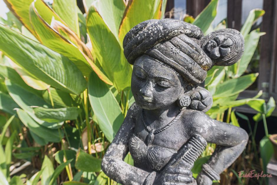 Statue vor dem Spa