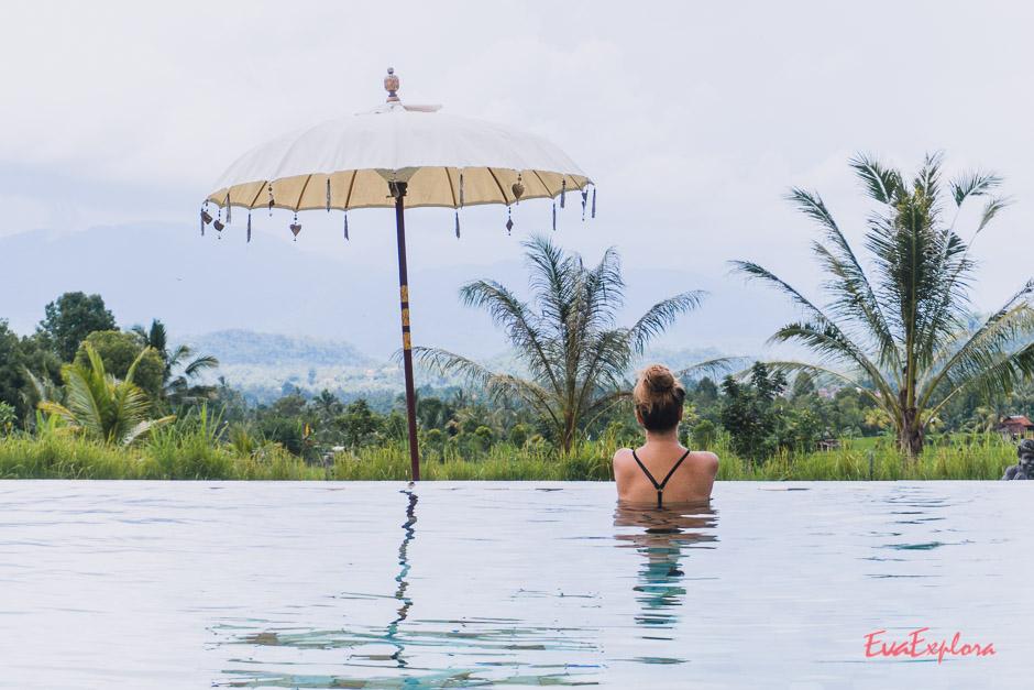 Steffi im Pool vom Sanak