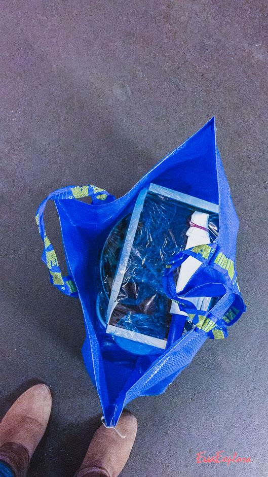 Viel zu tragen - Ikea Tüte mit Zeug