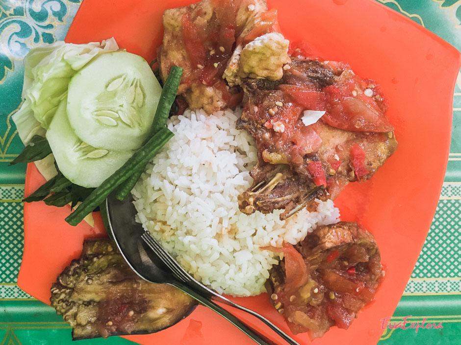 Reis und Huhn mit Chili