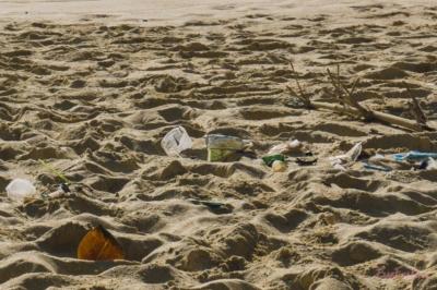 Plastik am Strand Indonesien