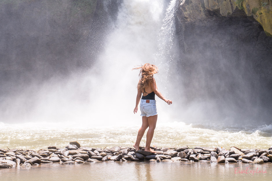 klatschnass nach dem Besuch am Wasserfall