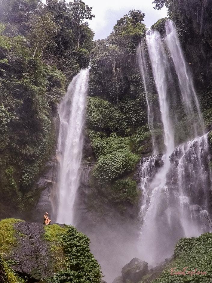 riesiger Wasserfall Bali