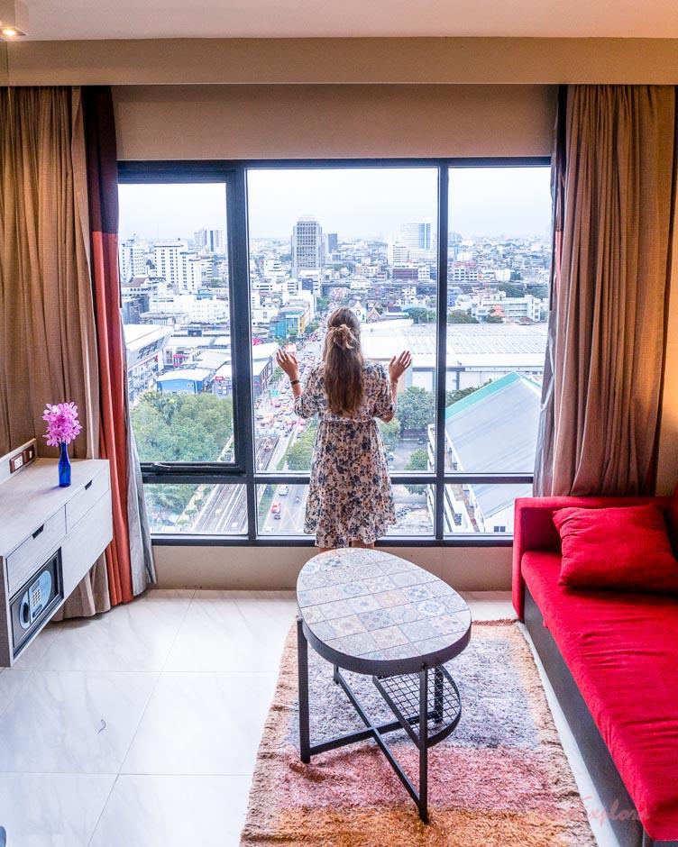 Vom Hotelzimmer aus über Bangkok schauen