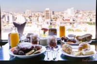 Frühstück mit Blick aus dem 22ten Stockwerk des Siam@Siam Hotels