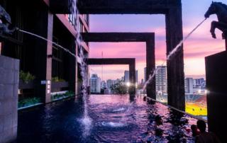 Infinity Pool im Abendlicht