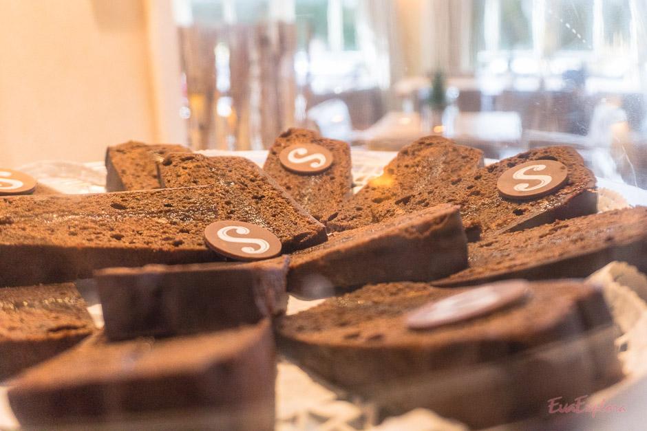 Kuchen und Leckereien am Mittag