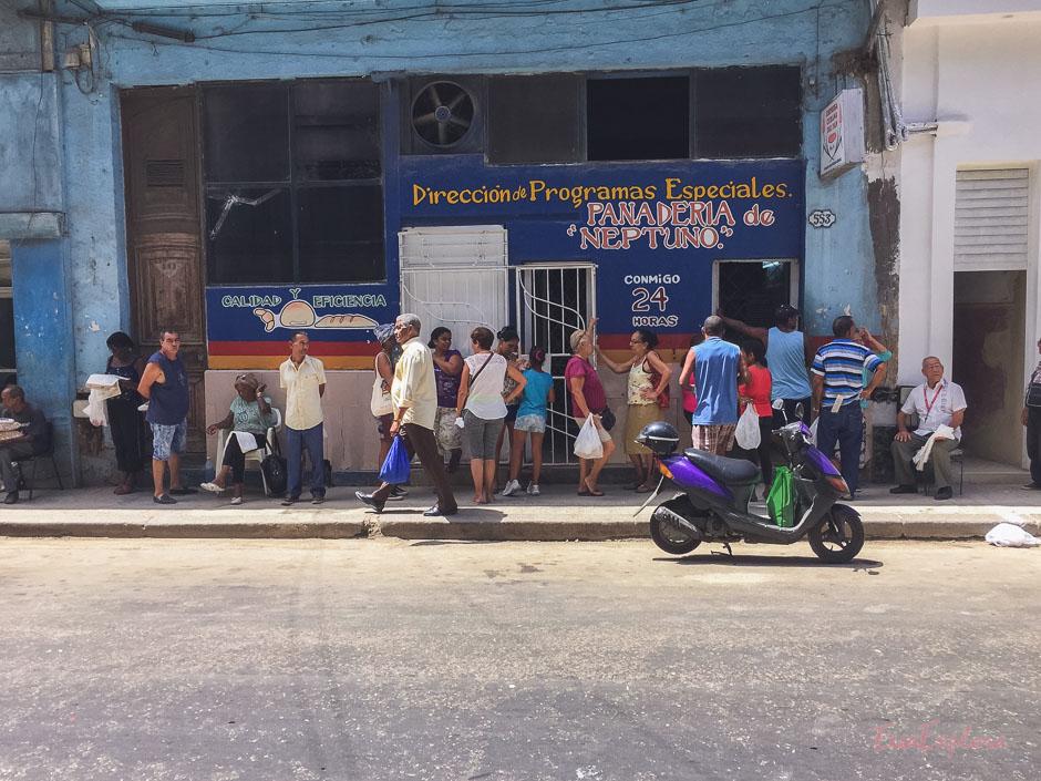 einkaufen auf Kuba heisst Schlangestehen