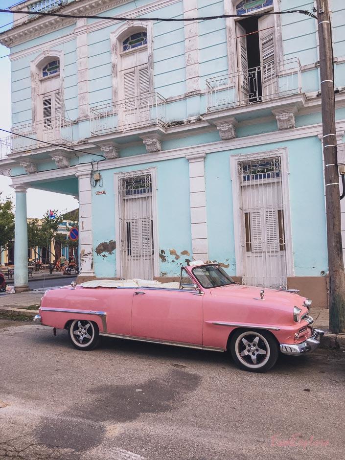pinker Oldtimer Kuba