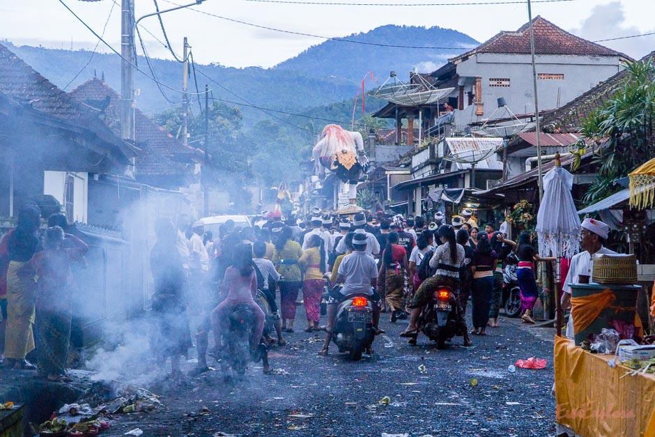 Umzug zum Neujahrsfest Bali