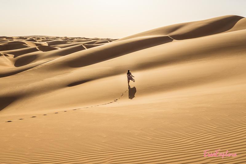 Frau in Sanddünen