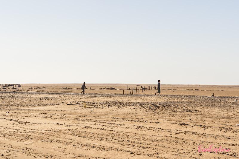 Kinder in der Wüste